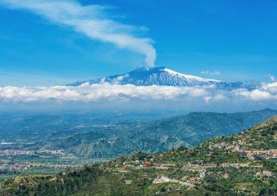 Wulkan widziany z oddali