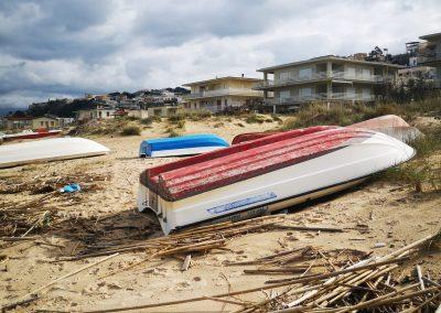 Łodzie na plaży