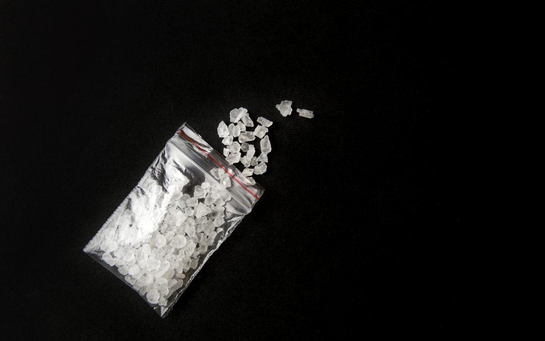 Co to jest mefedron? Skutki zażywania narkotyku