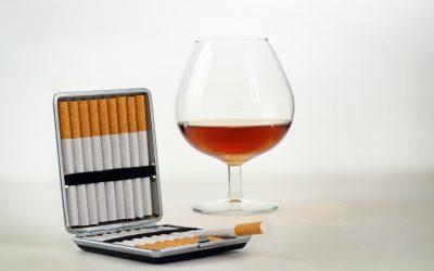 Nikotynizm i alkoholizm – czy są do siebie podobne?