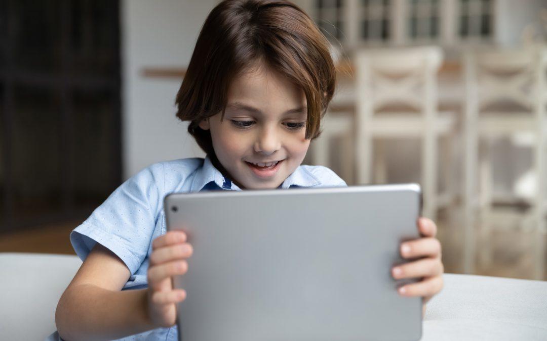 Po czym poznać, że Twoje dziecko uzależniło się od internetu?